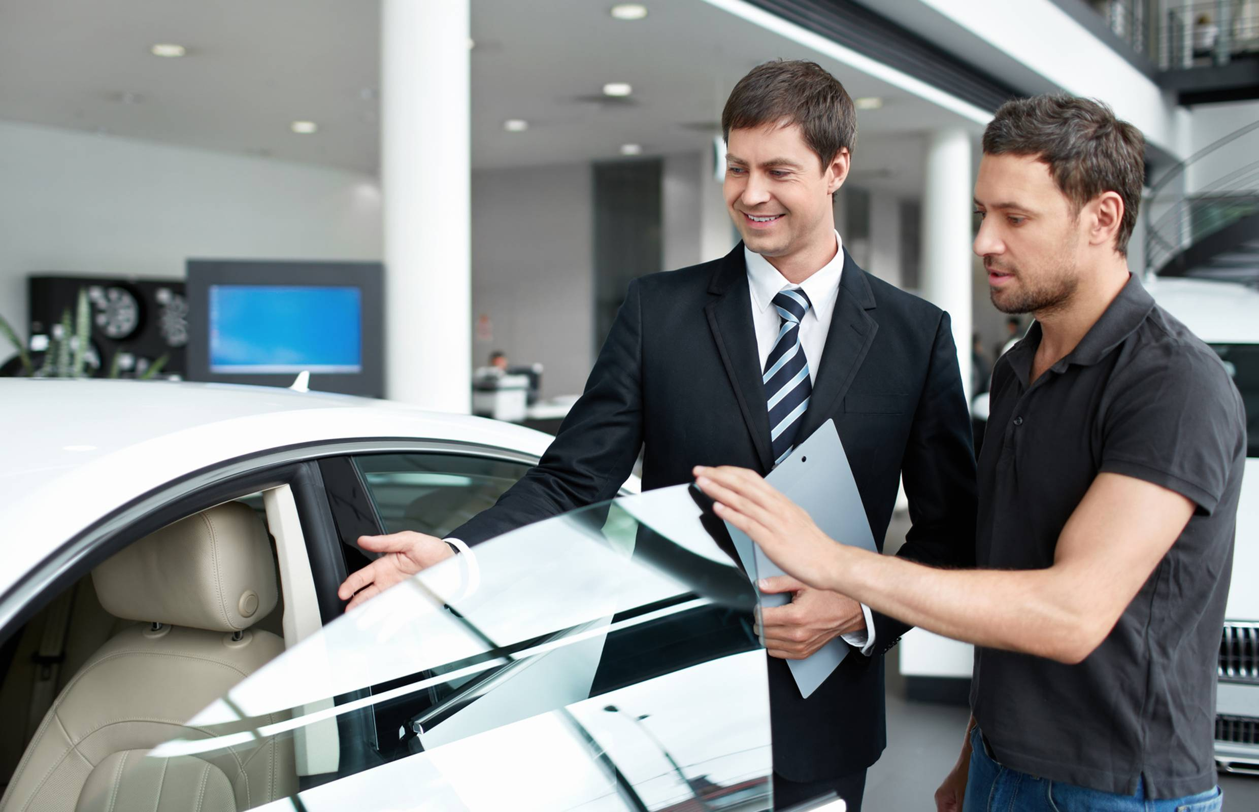 buying-car-extended-warranty-and-insurance